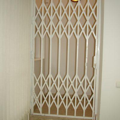 5.14 - lépcsőház lezárva, ollós rács