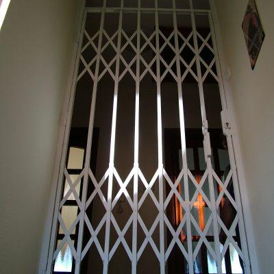 1.23 - emelet lezárva külső rács