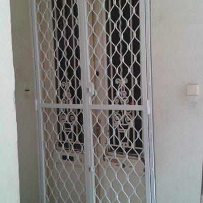 3.15 - kétfelé nyíló ajtó fix rács