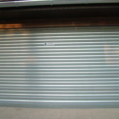 4.3 - üzlet, dupla garázs sávredőnnyel lezárva