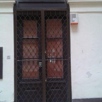 10.4 ajtó rács 2 felé nyílik